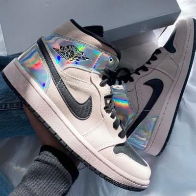 Впервые в истории бренд получил патент на дизайн кроссовок.