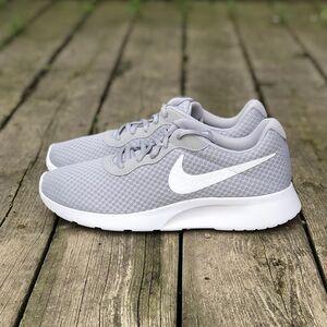 Кроссовки Nike Tanjun (812654-010)