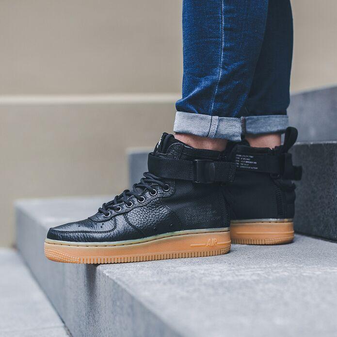 Оригинальные кроссовки Nike WMNS SF AIR FORCE 1 MID AA3966-002