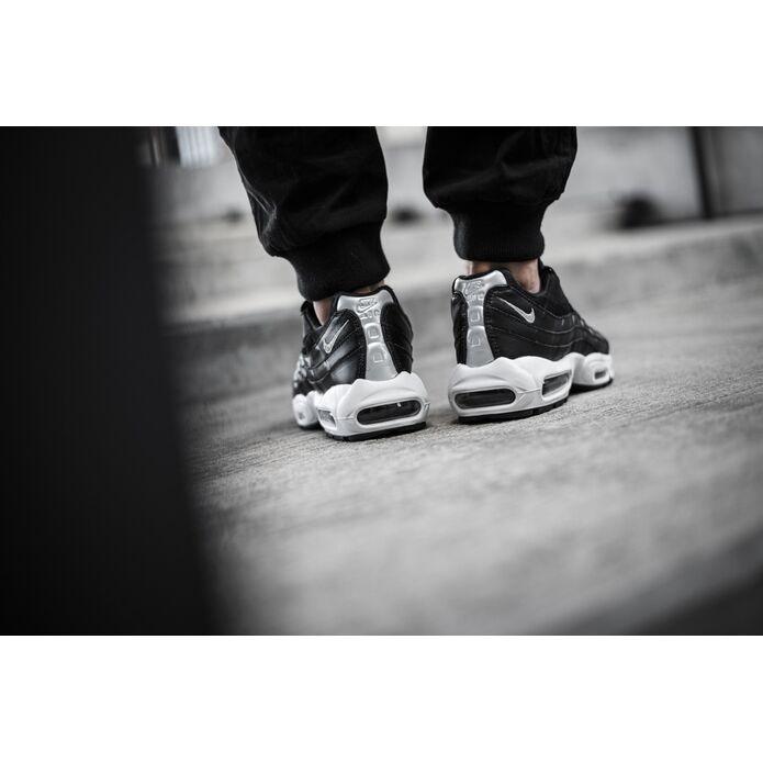 Nike Air Max 95 Premium Rebel Skulls 538416 008